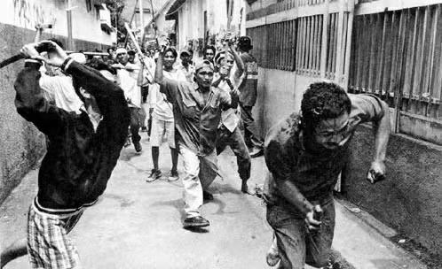极度反华的国家,多次屠杀华人,印尼为何如此猖狂?