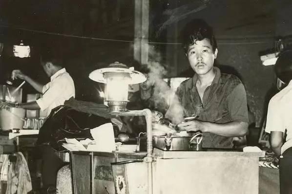"""饭都不做的新加坡人靠什么""""续命""""?揭开真相后,羡慕了"""