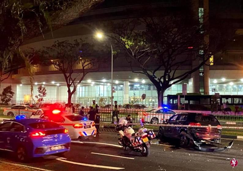 新加坡轿车拒绝交警临检,冲撞路人后逃逸!嫌犯遭警方通缉