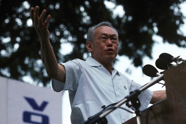 李光耀:我的得意之笔是放弃华语,将英语定为新加坡国语