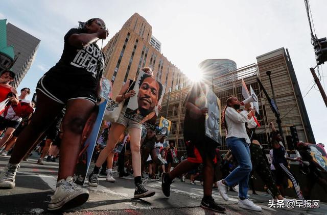 轰动世界的美国黑人被压颈致死案宣判