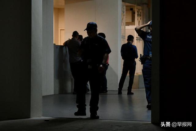 新加坡四旬男子楼梯间欲性侵15岁少年被警察当场抓获