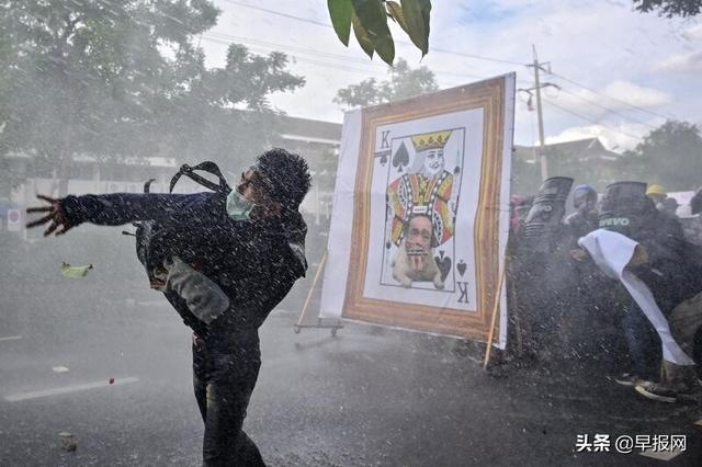认为政府抗议不力 曼谷千人走上街头