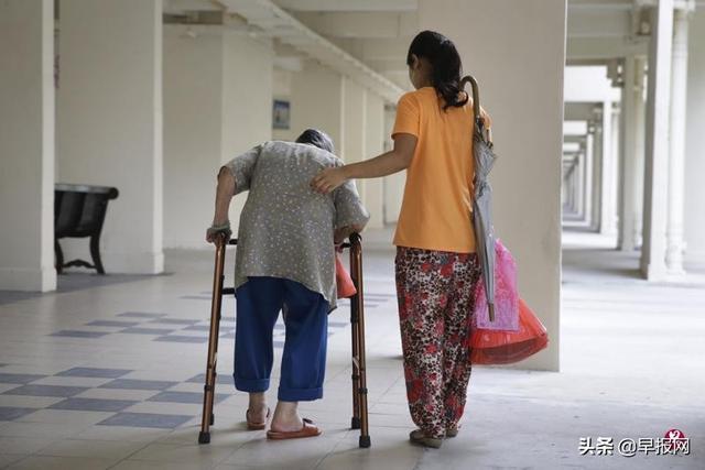 新加坡强制女佣每月至少休一日 雇主为难......