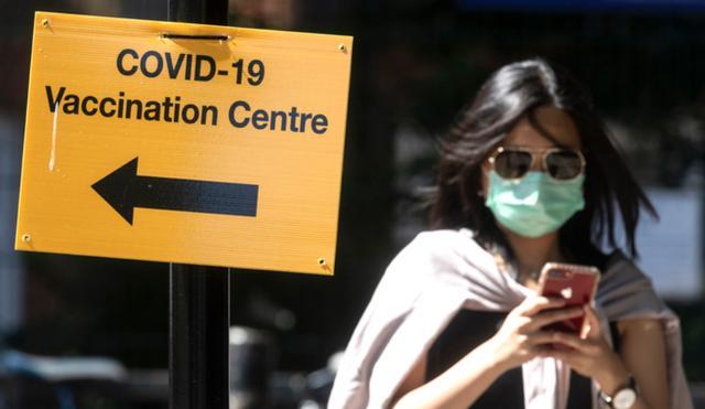 """同是""""与新冠病毒共存"""",英国、新加坡做法大不相同"""