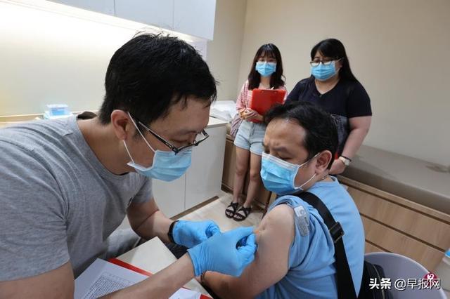 新加坡10万剂科兴疫苗到货开打 有诊所预约已满